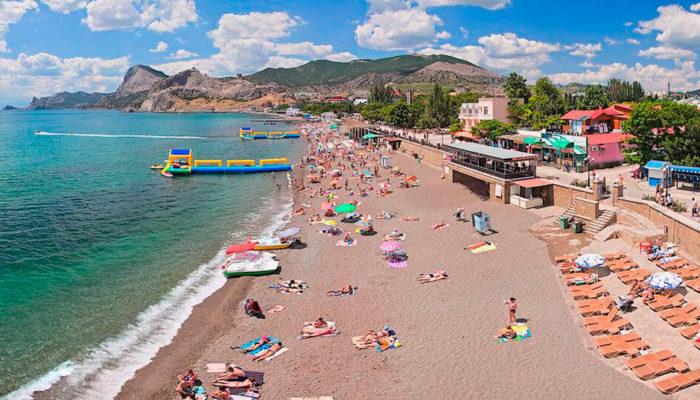 Центральный пляж в Судаке Крым